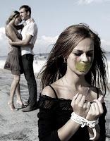 фото садизма над женщиной